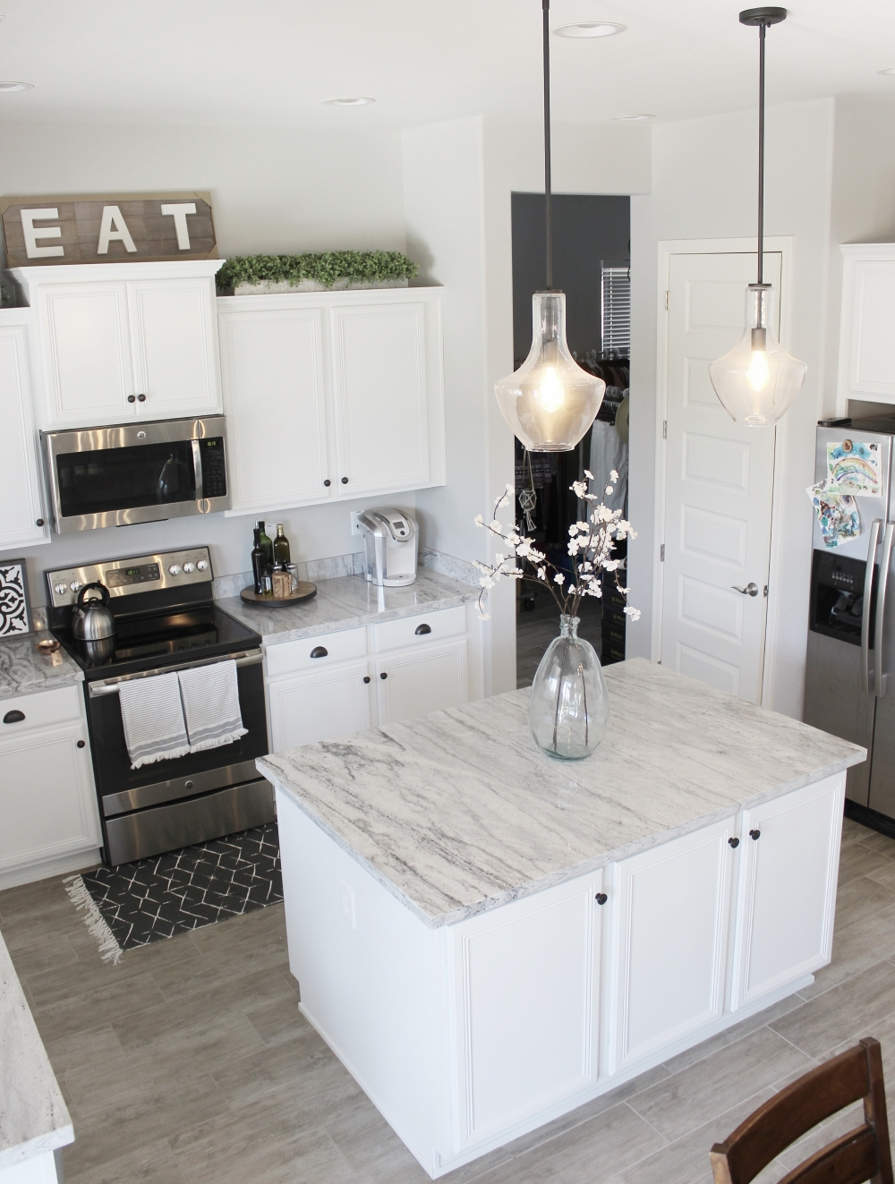 Modern Farmhouse Kitchen Decor. Sherwin Williams Repose Gray paint color.
